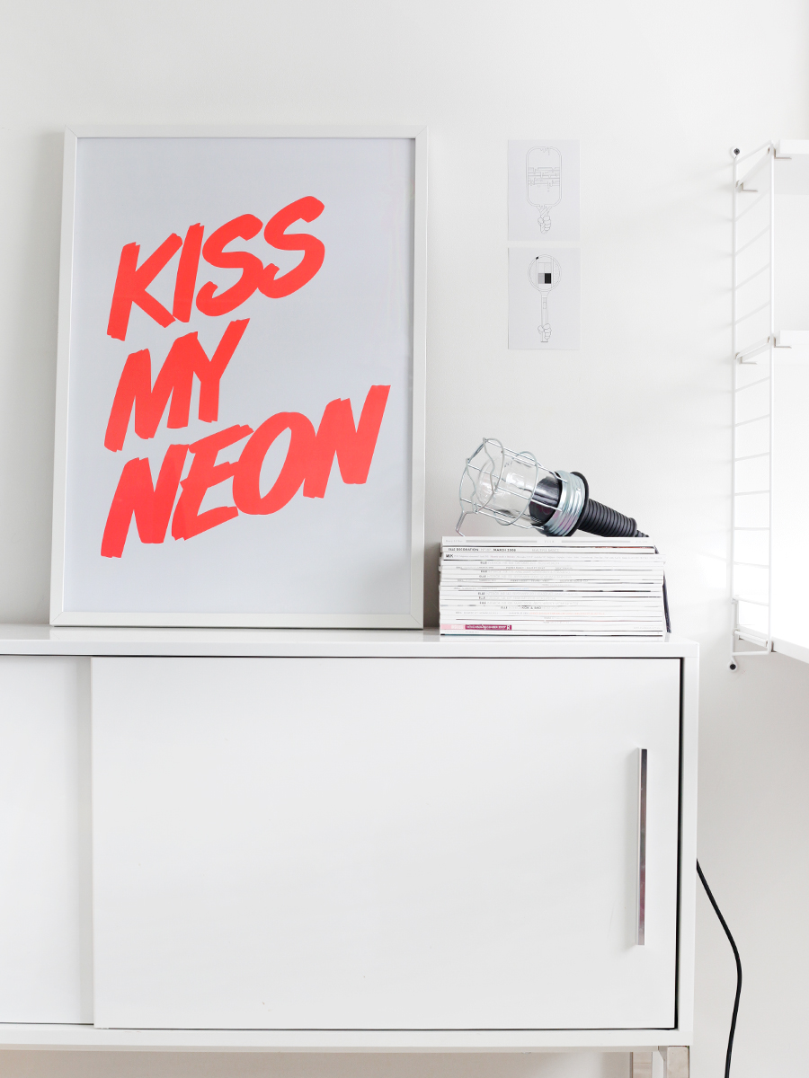kiss-my-neon-blog